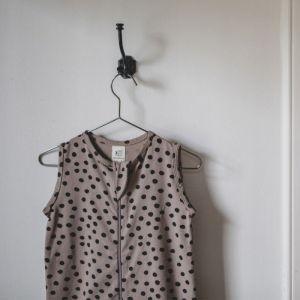 Mies & Co Zomerslaapzak Bold Dots dark brown
