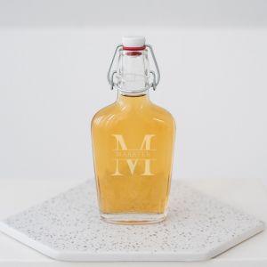 Whisky beugelfles met initiaal en naam