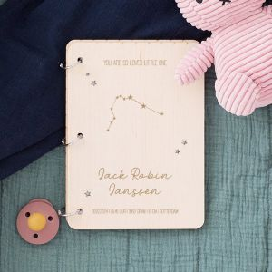 Gepersonaliseerd babyboek met sterrenbeeld