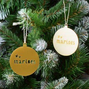 Kersthanger met naam en sterretjes